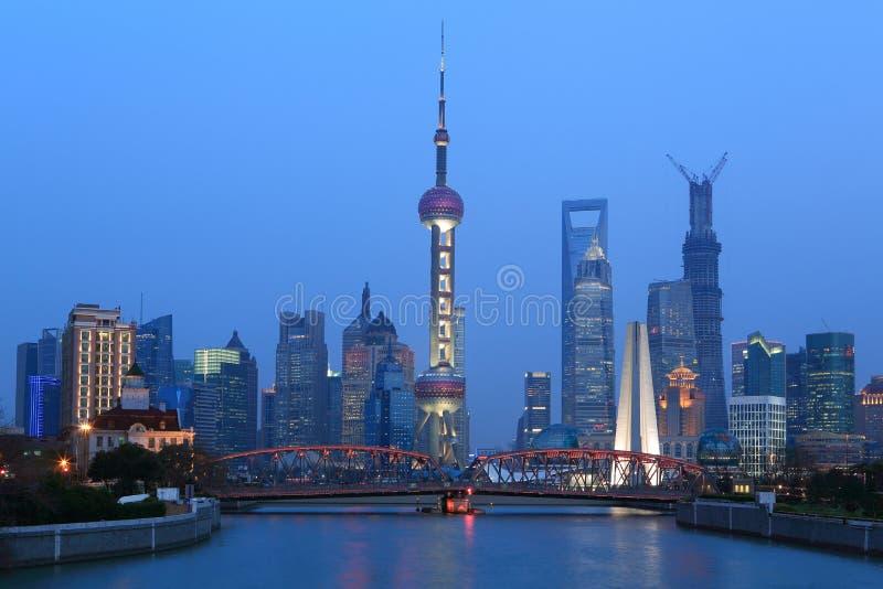 Paysage de Changhaï le fleuve Huangpu des deux côtés photographie stock