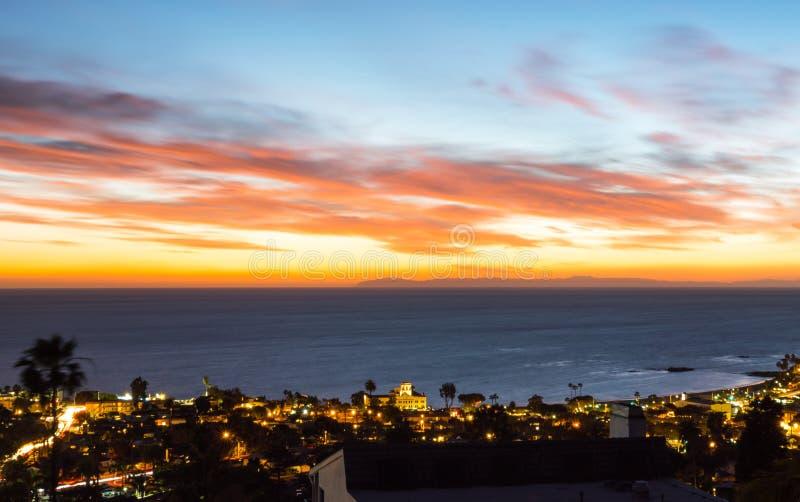 Paysage de coucher du soleil d'océan de Laguna Beach photo libre de droits