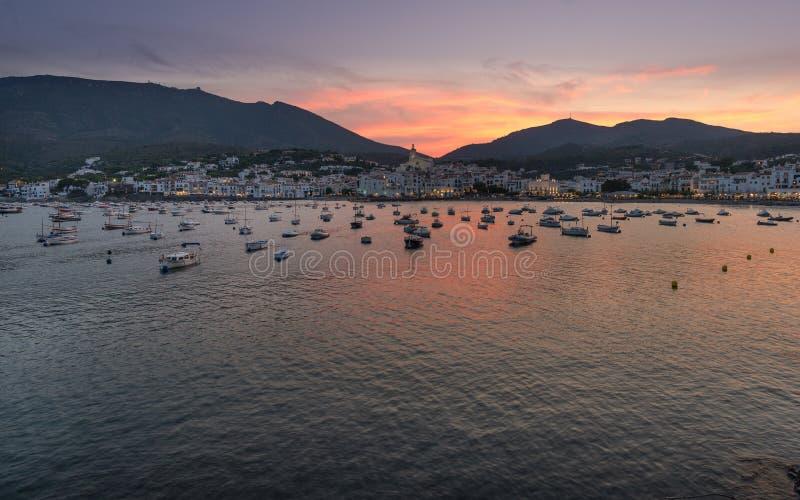 Paysage de coucher du soleil dans Cadaques, Gérone, Espagne images stock