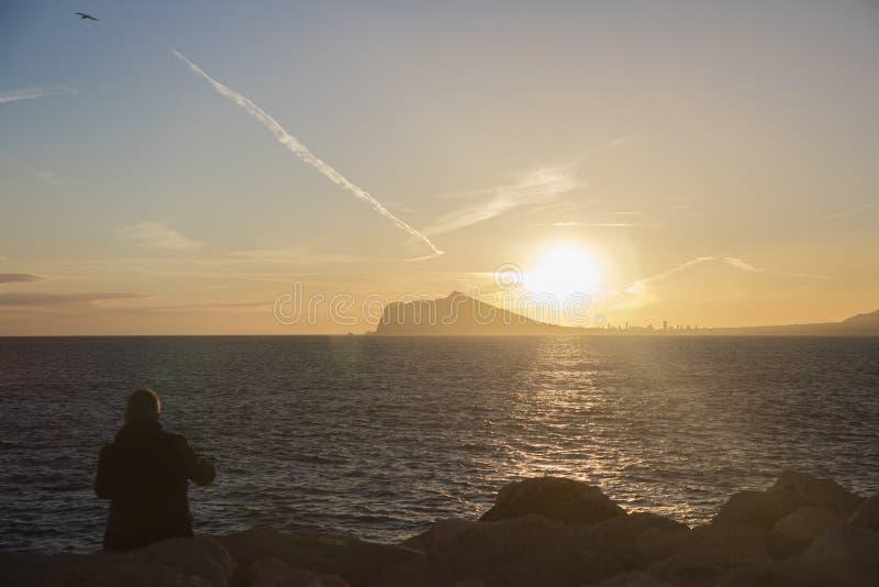 Paysage de coucher du soleil de Benidorm et de sierra Helada images libres de droits