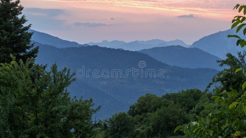 Paysage de coucher du soleil de montagne image libre de droits