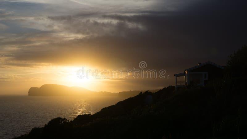 Paysage de coucher du soleil de terrasse de maison dans Terceira, Açores images libres de droits