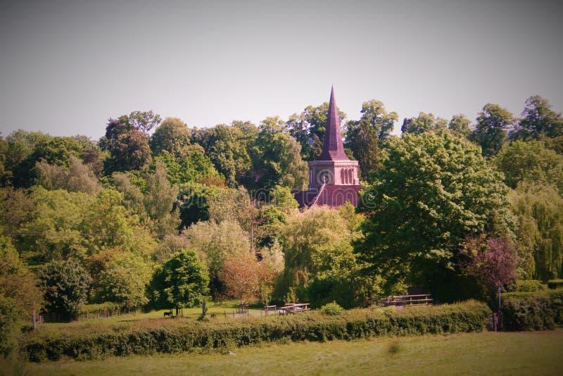 Paysage de Coutryside avec l'église photographie stock libre de droits