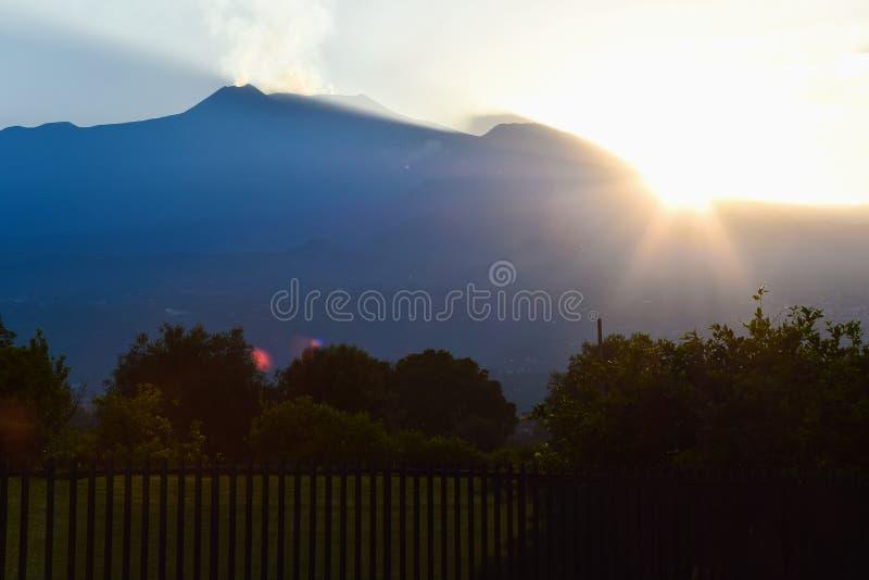 Paysage de détente de Mt L'Etna pendant le coucher du soleil photos stock