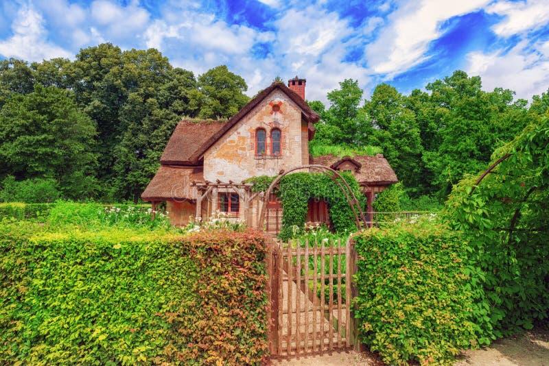 Paysage de domaine de la Reine Marie Antoinette de hameau près de Versail image libre de droits