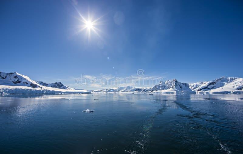 Paysage de glace d'océan antarctique photos stock