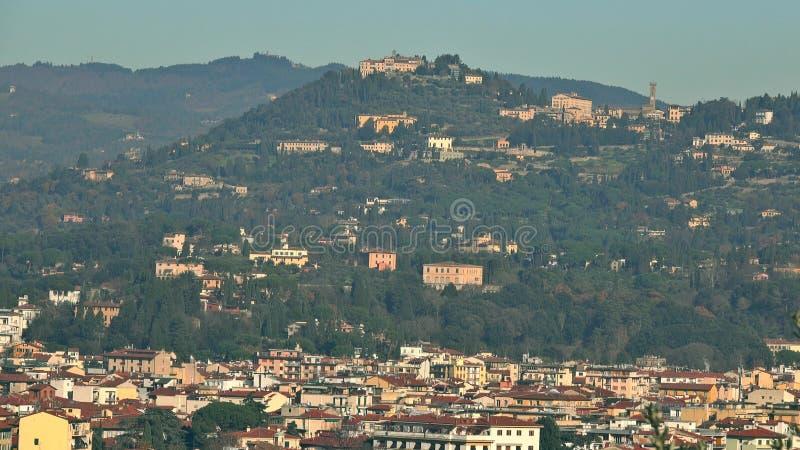 Paysage de Hilly Tuscan près de la ville de Florence, Italie Tir de t?l?objectif images stock