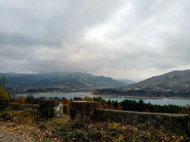 Paysage de jour pluvieux, Bicaz photographie stock libre de droits
