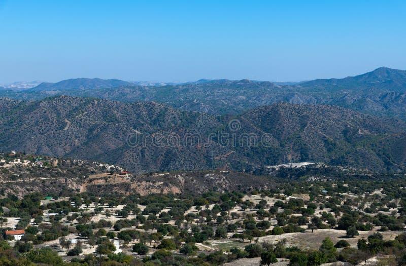 Paysage de l'île de la Chypre - montagnes et plaines photo libre de droits