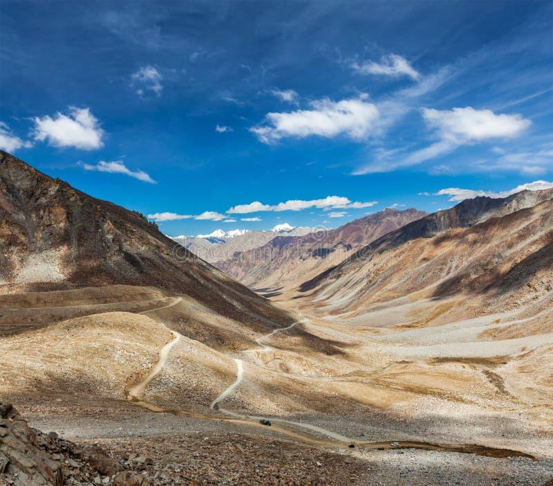 Paysage de l'Himalaya avec la route, Ladakh, Inde image libre de droits
