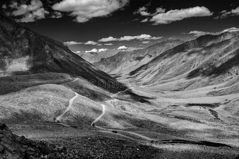 Paysage de l'Himalaya avec la route, Ladakh, Inde photo libre de droits
