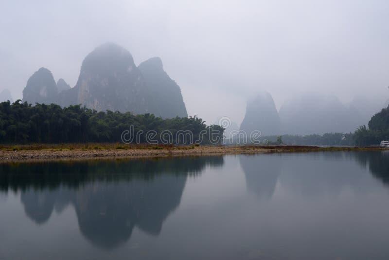 Paysage de la rivière Lijiang en hiver photographie stock
