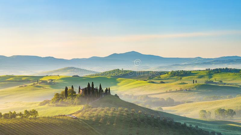 Paysage de la Toscane au ressort photos stock