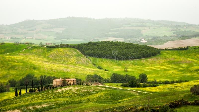 Paysage de la Toscane - de l'Italie au printemps photos stock