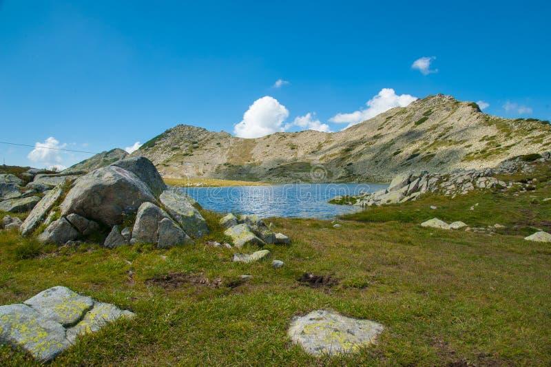 Paysage de lac Pirin Tevno de montagne photo libre de droits