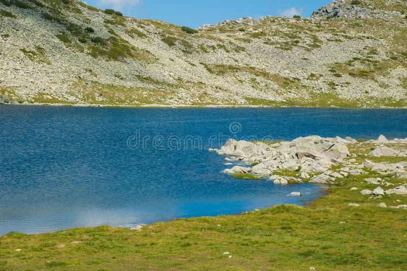 Paysage de lac Pirin Tevno de montagne image libre de droits