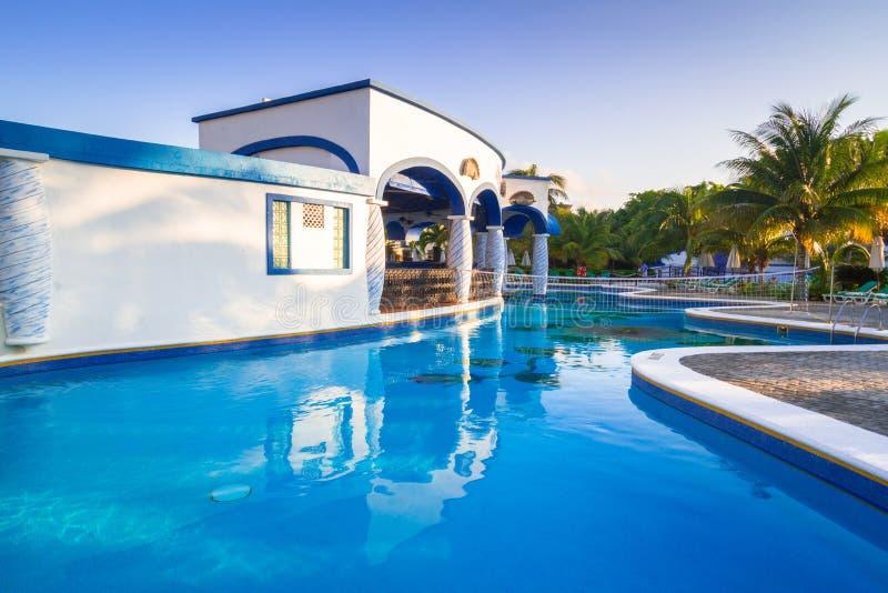 Paysage de luxe de piscine au Mexique photo stock