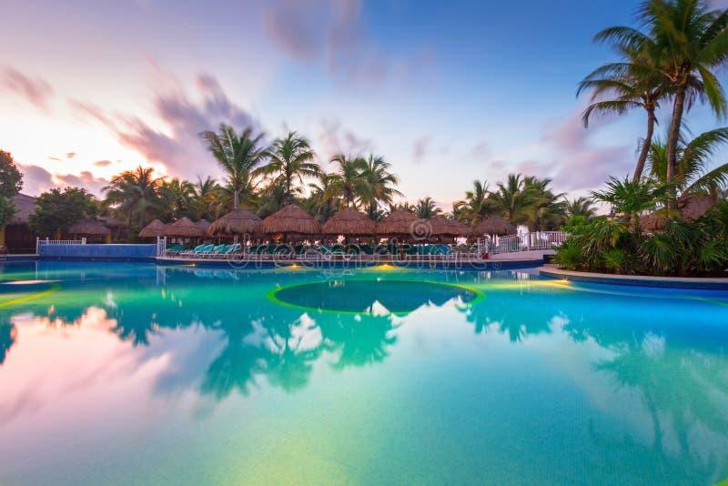 Paysage de luxe de piscine au Mexique photos libres de droits