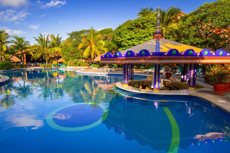 Paysage de luxe de piscine au Mexique photographie stock libre de droits