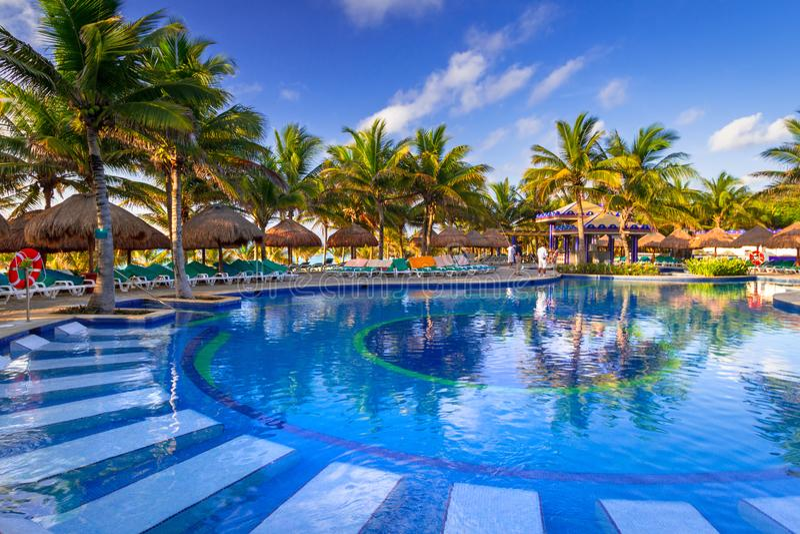 Paysage de luxe de piscine au Mexique photo libre de droits