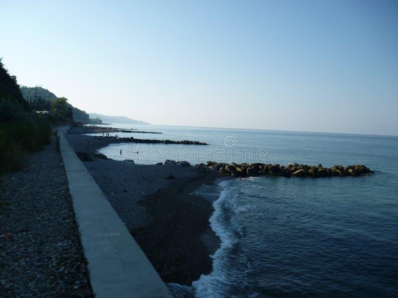 Paysage de matin de la plage Vardane à Sotchi Russie image stock