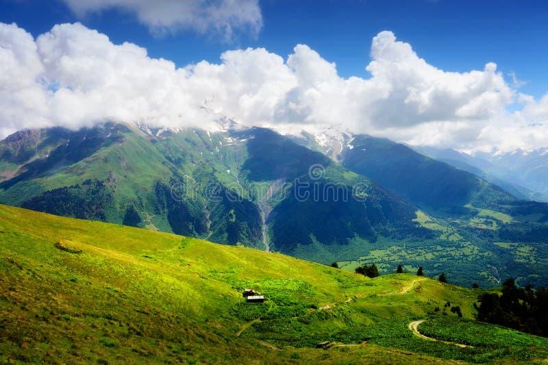 Paysage De Montagne Avec La Petite Cabane En Bois Photo Stock Image Du Photo Outdoors 57216638