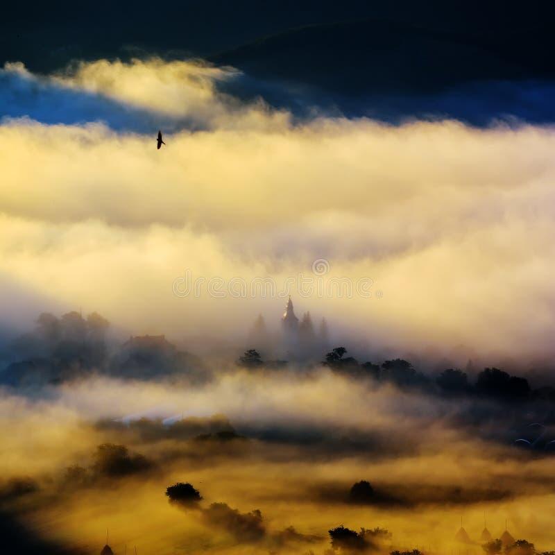 Download Paysage De Montagne Avec Les Nuages épais Image stock - Image du course, désert: 56479481