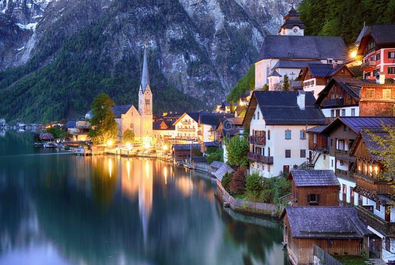 Paysage de montagne dans des Alpes de l'Autriche avec le lac, Hallstatt photos libres de droits
