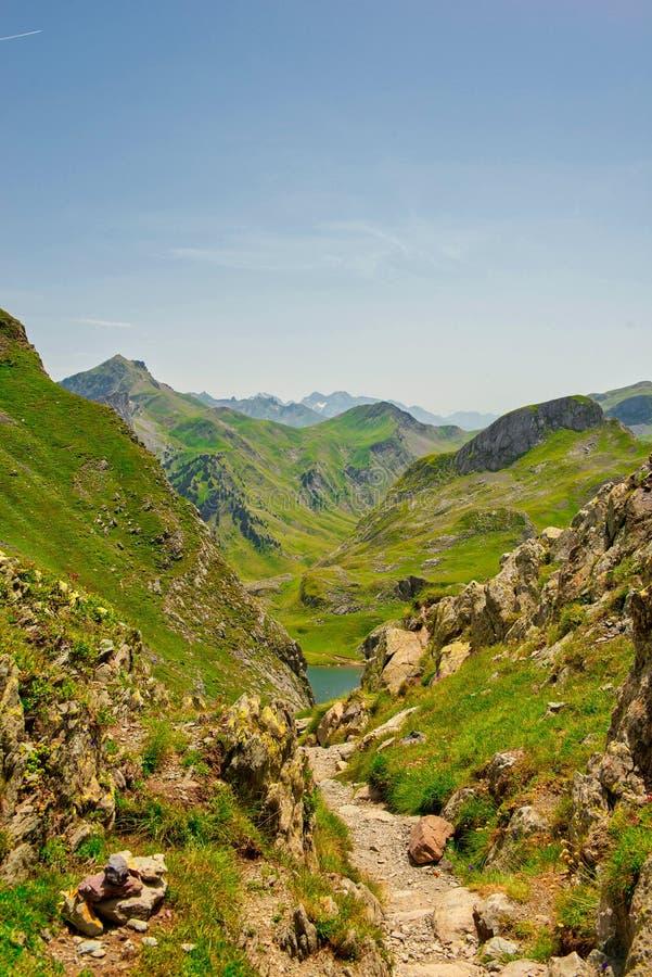 Paysage de montagne dans les Pyrénées français photo stock