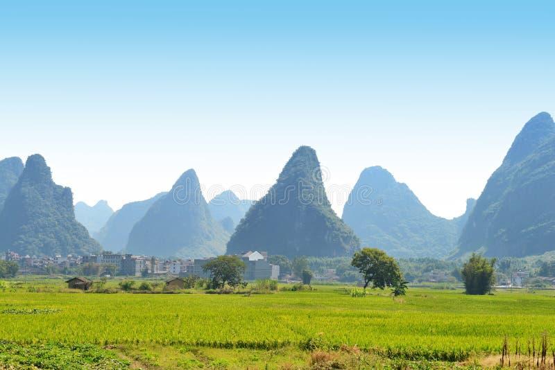 Paysage de montagne de Karst dans Yangshuo Guilin, Chine photo stock
