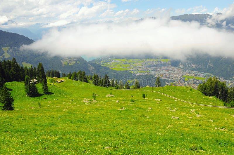Paysage de montagne des Alpes suisses photo stock