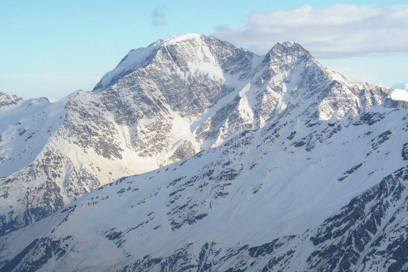 Paysage de montagne du Caucase du nord photographie stock libre de droits