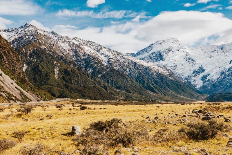 Paysage de montagne du Nouvelle-Zélande au jour photos stock
