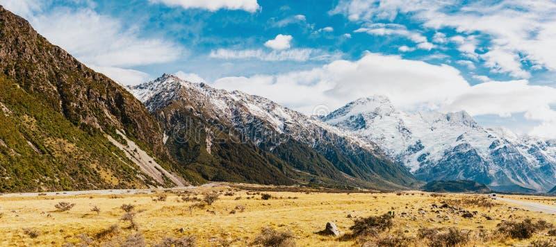 Paysage de montagne du Nouvelle-Zélande au jour photographie stock libre de droits