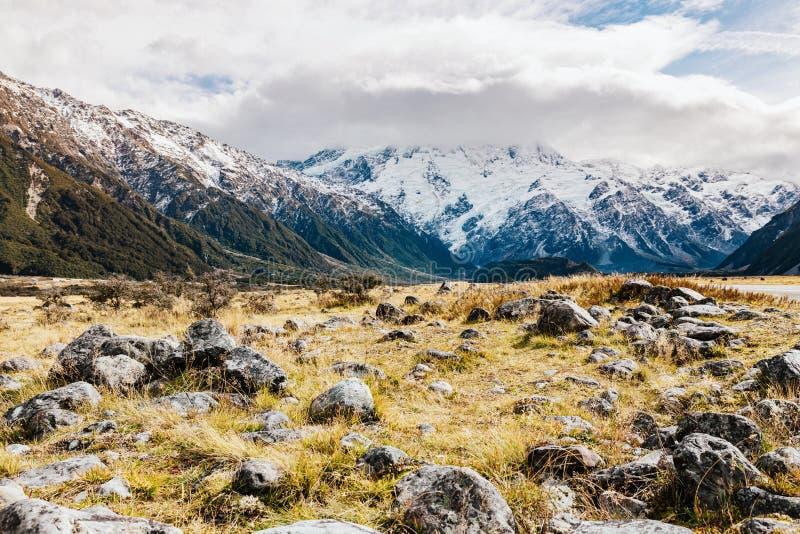Paysage de montagne du Nouvelle-Zélande au jour photos libres de droits