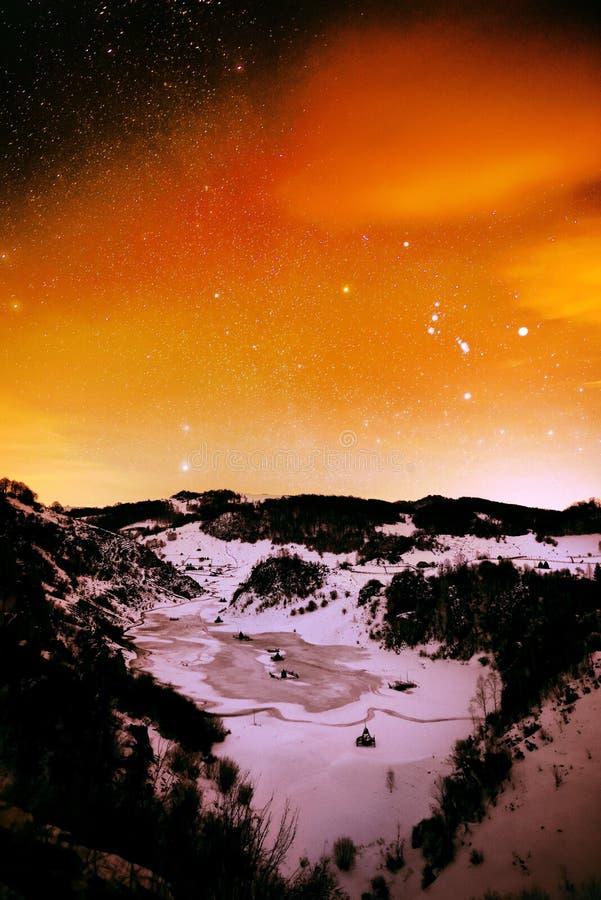 Download Paysage De Montagne En Hiver Par Nuit Photo stock - Image du fond, pré: 56482258