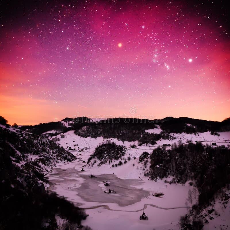 Download Paysage De Montagne En Hiver Par Nuit - Fundatura Ponorului, ROM Image stock - Image du moonlight, lumineux: 56481225