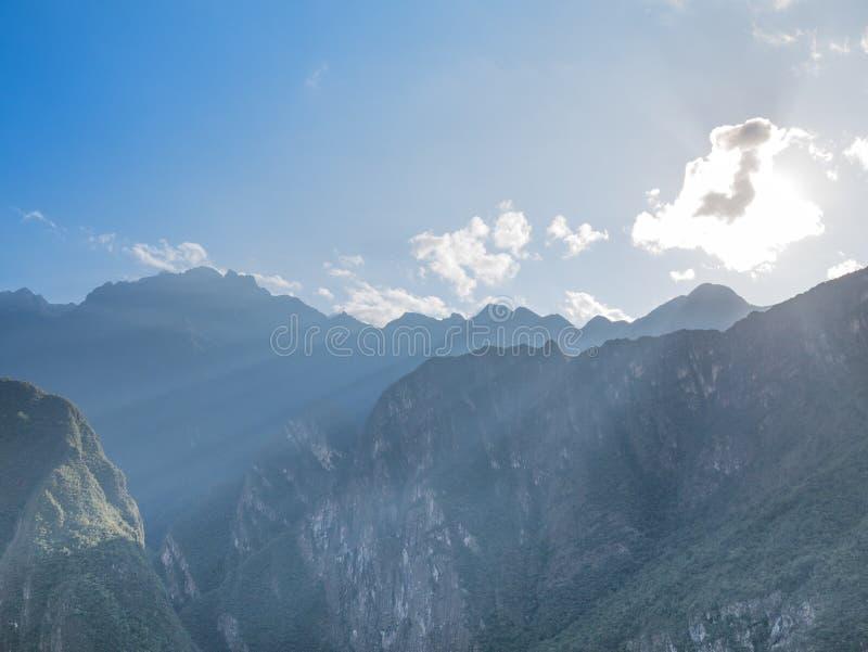 Paysage de montagnes des Andes au lever de soleil photo libre de droits