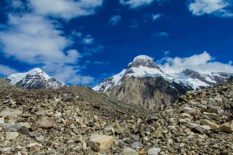 Paysage de montagnes de neige de haute altitude de Tien Shan image libre de droits