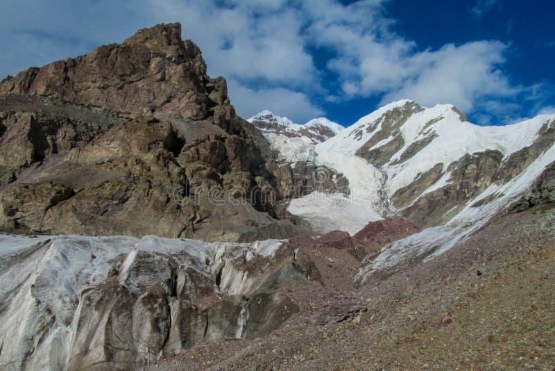 Paysage de montagnes de neige de haute altitude de Tien Shan photos libres de droits