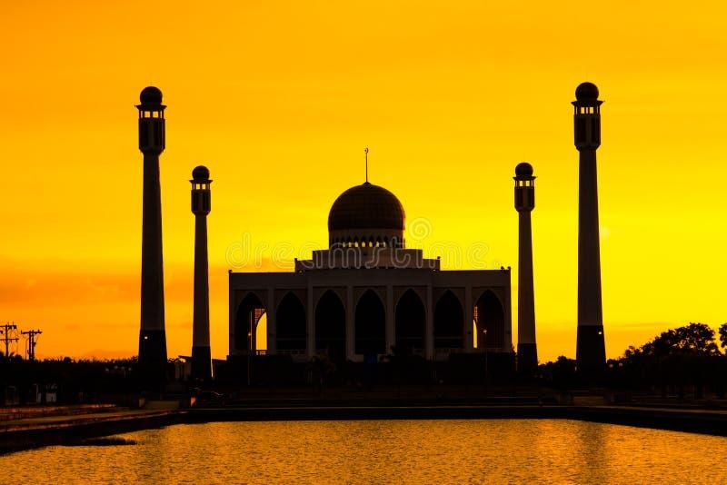 Paysage de mosquée centrale Songkhla dans la soirée, Thaïlande photos stock