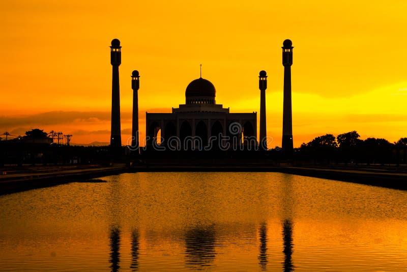 Paysage de mosquée centrale Songkhla dans la soirée, Thaïlande photo libre de droits