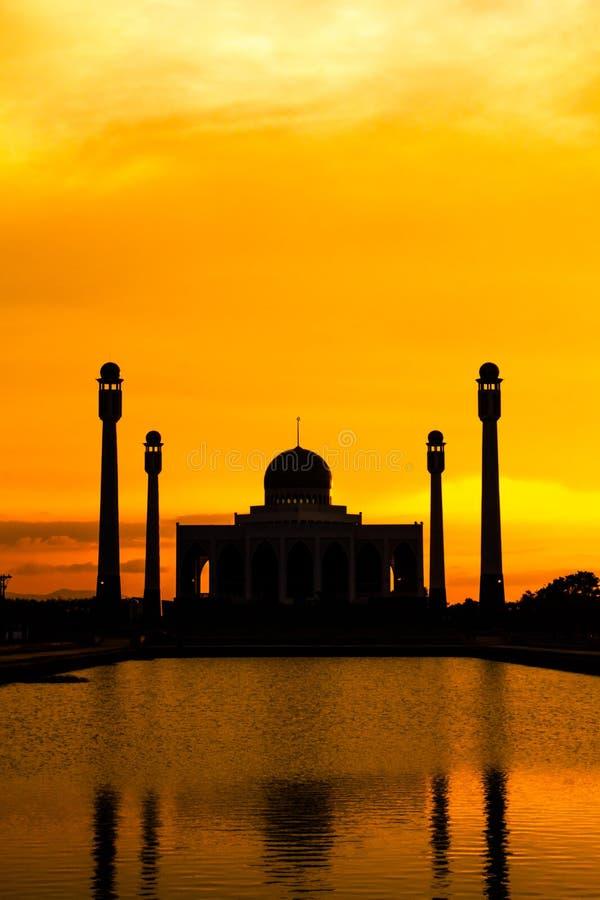 Paysage de mosquée centrale Songkhla dans la soirée, Thaïlande photographie stock