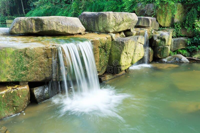 Paysage de nature de cascades de montagnes photographie stock