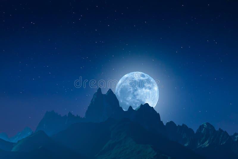 Paysage de nuit avec les montagnes et la lune photographie stock libre de droits