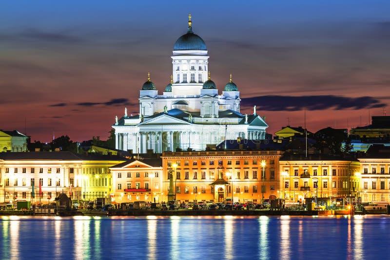 Paysage de nuit de la vieille ville à Helsinki, Finlande image libre de droits