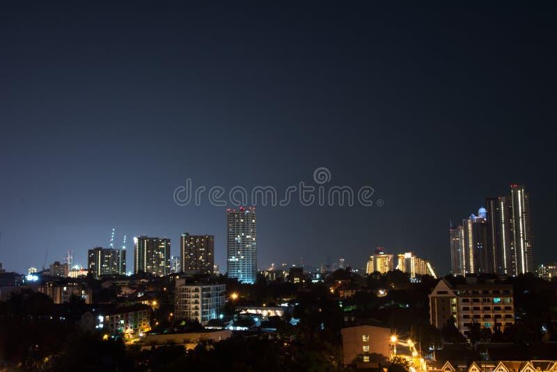 Paysage de nuit en centre-ville photographie stock