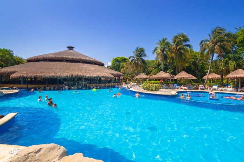 Paysage de piscine de luxe à la tequila de RIU images libres de droits