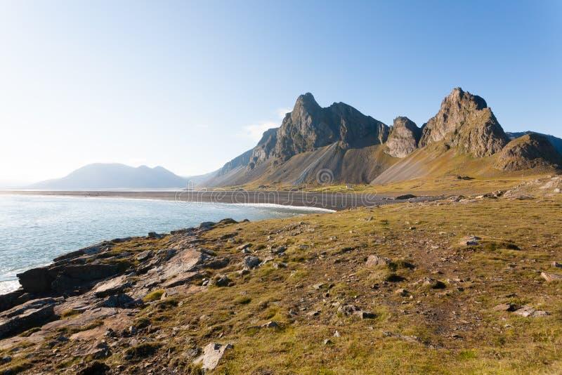 Paysage de plage de lave de Hvalnes, point de rep?re est de l'Islande photos stock
