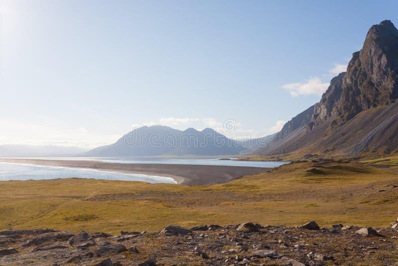Paysage de plage de lave de Hvalnes, point de rep?re est de l'Islande photographie stock